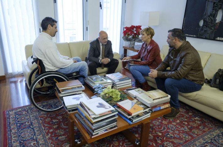 El Cabildo de Gran Canaria apoyará a la primera piloto y copiloto de automovilismo con discapacidad de Canarias